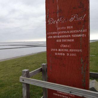 De Roo-Paal mit Blick über Deich und Wattenmeer