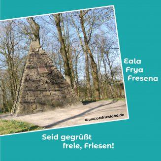 """Die Friesische Freiheit, Foto vom Upstalsboom auf türkisem Hintergrund, Spruch: Eala Frya Fresena """" Seid gegrüßt freie Friesen"""""""